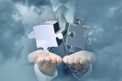 Remet des puzzles de soutien dans le ciel Images libres de droits