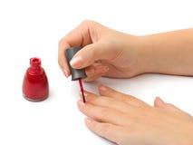 remet la femme de vernis à ongles images libres de droits
