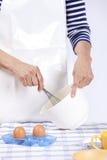 Remet les oeufs de mélange Photos stock