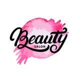 Remettez écrit la lettre du logo, du label, de l'insigne ou de l'emblème de salon de beauté Image stock