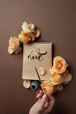 Remettez avec la brosse écrivant une lettre d'amour Photo libre de droits