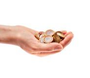 Main complètement des pièces de monnaie Images stock