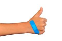 Remettez faire le signe mettant le bandage ou le plâtre adhésif bande-aide sur une coupe photographie stock
