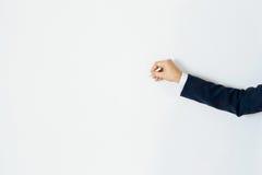 Remettez l'écriture d'homme d'affaires avec le copyspace pour le texte sur le mur de couleur en pastel Images stock