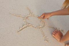 Remettez l'écriture en sable en quelques vacances d'été sur la plage Photographie stock libre de droits