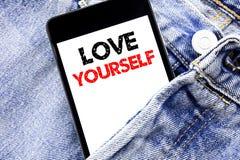 Remettez l'inspiration de légende des textes d'écriture montrant l'amour vous-même Concept d'affaires pour le slogan positif pour Photographie stock