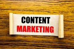 Remettez l'inspiration de légende des textes d'écriture montrant le marketing satisfait Concept d'affaires pour le plan de media  Photographie stock