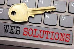 Remettez l'inspiration de légende des textes d'écriture montrant des solutions de Web Concept d'affaires pour le plan de développ photos libres de droits