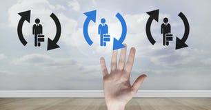 Remettez l'interaction et en choisissant une personne du groupe de personnes icônes avec régénérez les symboles Photo stock