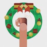 Remettez la porte de coup, guirlande de Noël avec la décoration rouge d'arc de ruban d'isolement par concept de Noël Image libre de droits