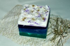 Remettez le savon avec de l'huile d'orange et de cèdre pour une station thermale faite main, la peau Ca photo stock