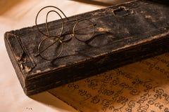 Remettez le traité antique écrit du caractère de Lanna avec g très vieux Photos stock