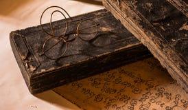 Remettez le traité antique écrit du caractère de Lanna avec g très vieux Photographie stock