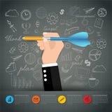 Remettez les affaires tenant l'écriture de dard de crayon sur le tableau noir Business Images stock