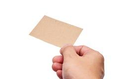 Remettez les cartes de visite professionnelle de visite de prise sur le chemin de coupure blanc de fond Photo stock