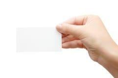 Remettez retenir une carte de visite professionnelle de visite vide au-dessus de blanc image libre de droits
