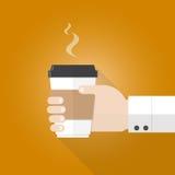 Remettez tenir la tasse de papier de la conception plate de café Photographie stock libre de droits
