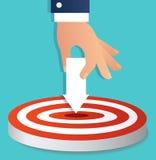 Remettez tenir le point d'icône de flèche au vecteur de tir à l'arc de cible, illustration de concept d'affaires illustration stock