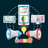Remettez tenir un mégaphone et de différentes icônes du marketing numérique Photos libres de droits
