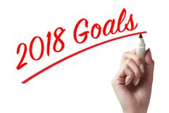 Remettez tenir un stylo et écrire 2018 buts Images libres de droits