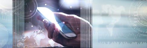 Remettez tenir un téléphone, lumière dure, recouverte avec des graphiques Drapeau panoramique illustration libre de droits