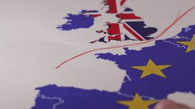 Remettez tracer une ligne rouge entre le R-U et le reste d'UE, concept de Brexit clips vidéos