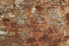 Remiendo de la pared original del siglo XIV con los ladrillos de las rocas de la cáscara, textura de la imagen del fondo cerca pa foto de archivo libre de regalías