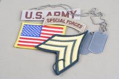 Remiendo espeso del sargento de EJÉRCITO DE LOS EE. UU., etiqueta de las fuerzas especiales, remiendo de la bandera y placa de id Fotos de archivo libres de regalías