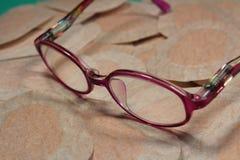 Remiendo ortóptico del ojo para la terapia de la obstrucción con los vidrios de los childFoto de archivo