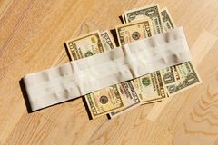 Remiendo y dólares fotografía de archivo