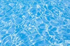 Remiendos solares de la luz en el agua en piscina Foto de archivo libre de regalías