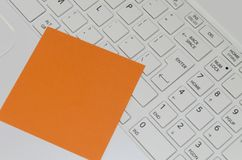 Reminder note on white computer keyboard Royalty Free Stock Photo