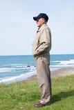 Reminiscing do veterano da segunda guerra mundial fotografia de stock