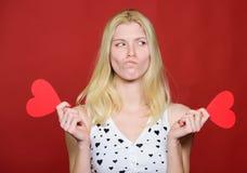 Remise de jour de valentines Achats de jour de valentines Devinez ce qui il doué à moi Célébrez le jour de valentines Fille roman photos libres de droits