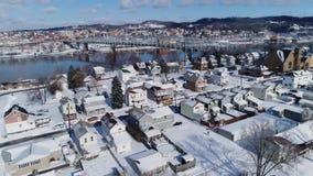 Remita la opinión aérea del invierno de la vecindad de la correa del moho cerca del río Ohio almacen de video