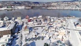 Remita la opinión aérea del invierno de la vecindad y del río Ohio de la correa del moho almacen de metraje de vídeo