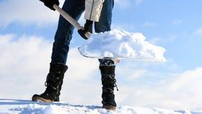 Remoção de neve manual imagens de stock