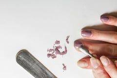 Remoção do verniz para as unhas em um fundo branco natural fotografia de stock royalty free