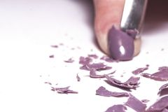 Remoção do verniz para as unhas, fundo borrado imagem de stock royalty free