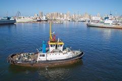 Remolcador en el canal de Suez Imágenes de archivo libres de regalías