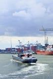 Remolcador en el puerto de Rotterdam. Fotos de archivo