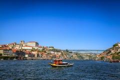 Remolcador en el río el Duero en Oporto Foto de archivo libre de regalías