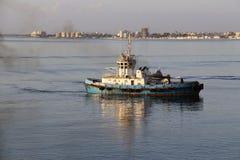 Remolcador en puerto del ` s de Larnaca October-12-2017 Fotos de archivo
