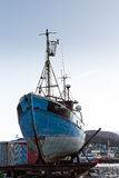 Remolcador grande en un parque del puerto Fotos de archivo libres de regalías