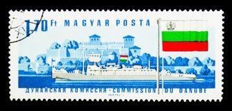 Remolcador Miskolc, fortaleza de Vidin, bandera búlgara, Danubio Commissi Fotos de archivo