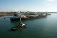 Remolcador - nave de petrolero del combustible imágenes de archivo libres de regalías