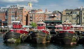Remolcadores en el puerto de Portsmouth, NY Foto de archivo