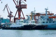 Remolcadores estacionados en el embarcadero Imagen de archivo