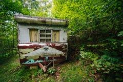 Remolque abandonado en el bosque, en el Shenandoah Valley rural, Imagen de archivo libre de regalías