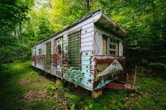 Remolque abandonado en el bosque, en el Shenandoah Valley rural, Fotos de archivo